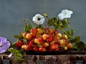Cerezas y flores
