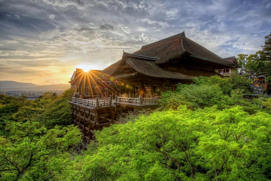 Amanecer sobre el templo de Kiyomizu-dera