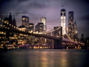El puente de Brooklyn y las luces de Nueva York