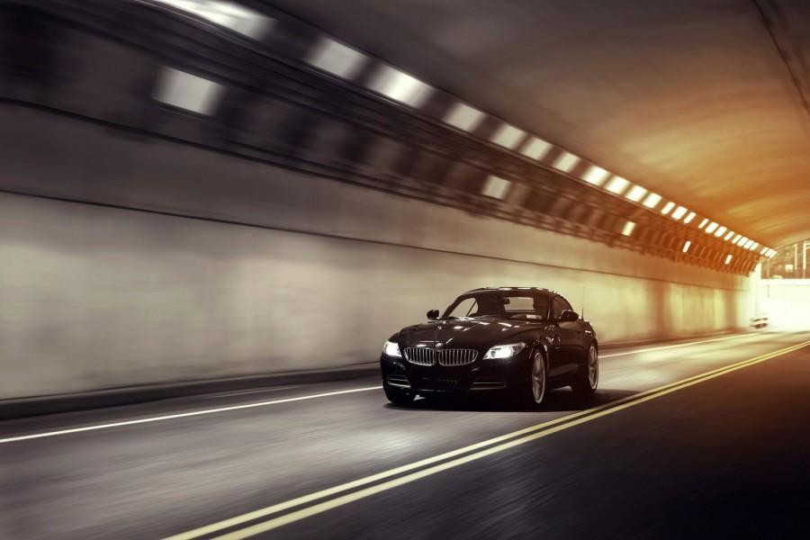 BMW Z4 atravesando un túnel