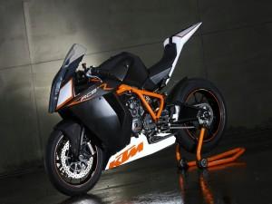 Una moto KTM RC8