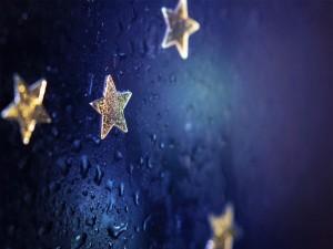 Agua sobre unas estrellas