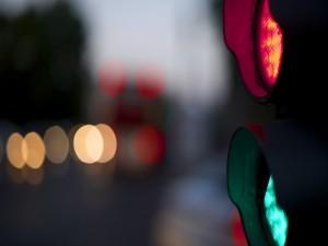 Semáforo en rojo y verde