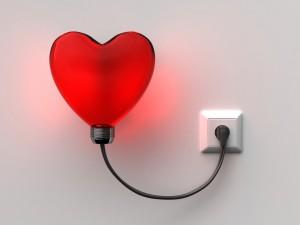 Corazón conectado a una toma de corriente eléctrica