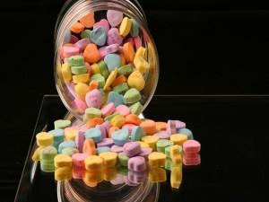 Caramelos multicolores con forma de corazón