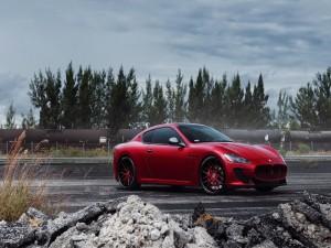 Maserati de color rojo