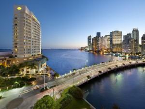 Carretera en la ciudad estadounidense de Miami