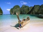 Barca en una playa de Tailandia