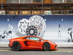 Lamborghini Aventador LP 700 de color naranja