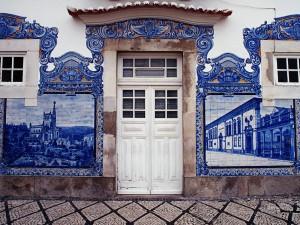 Fachada de la estación de Aveiro (Portugal)