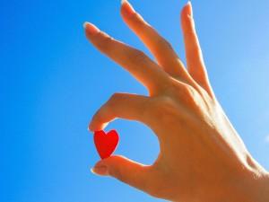 Corazón entre los dedos