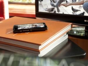 Sony Xperia sobre unos libros