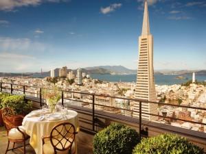 Mesa con vistas a la ciudad de San Francisco