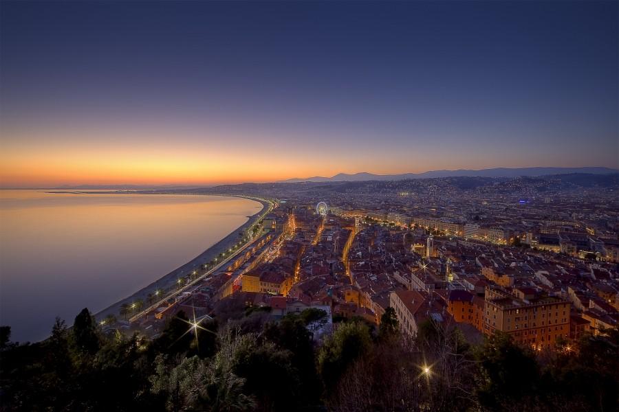 Agradable amanecer en Niza