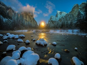 Hermoso amanecer en invierno
