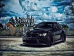 Un BMW de color negro