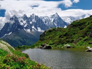 Vista de las montañas en primavera