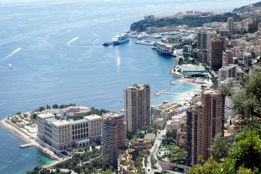 Una bella ciudad a orillas del mar