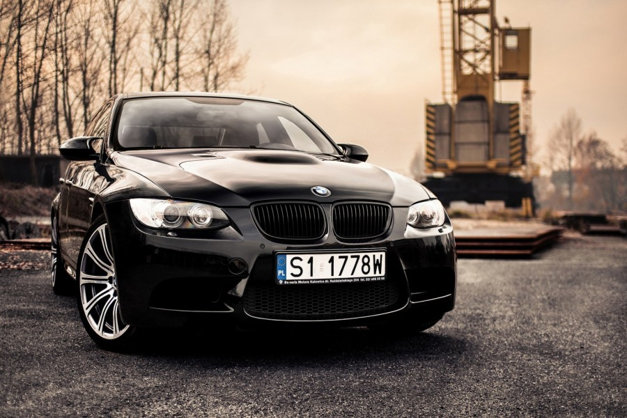 Un BMW E92 M3 de color negro