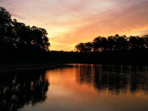 Cielo reflejado en el río