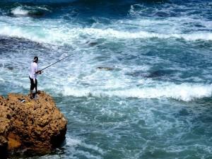 Pescando en un mar revuelto