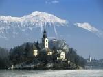 Nieve en la isla de Bled, lago Bled (Alpes Julianos, Eslovenia)