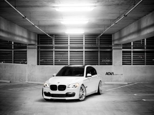 BMW 7 Series en un aparcamiento