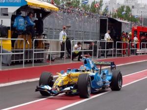 Fernando Alonso pilotando en la escudería Renault (2006)