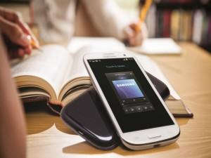 Samsung Galaxy S3 en una mesa de estudios