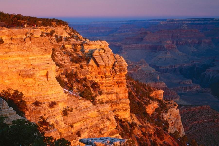 Sol iluminando las rocas de Gran Cañón