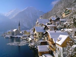 Hermosa vista invernal de Hallstatt (Austria)