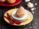 Un delicioso pastel con merengue