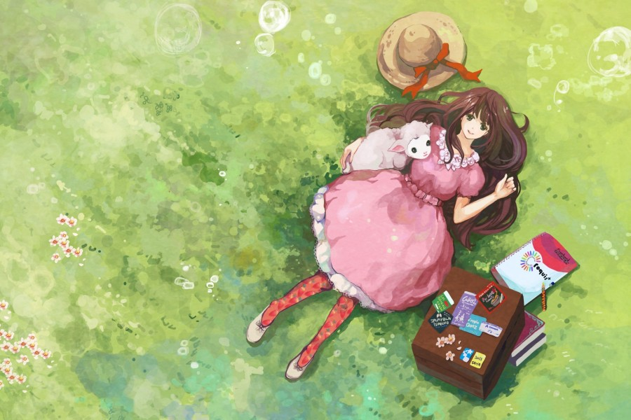 Chica anime tumbada en la hierba junto a un corderito