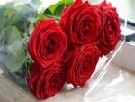Extraordinario ramo de rosas de color rojo