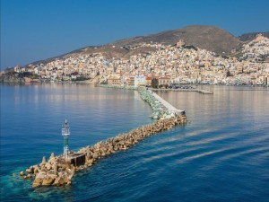 Espigón rocoso en Santorini