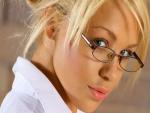 Bella mujer con gafas