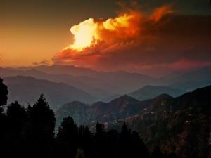 El sol tapado por una gran nube