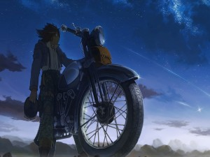 Chico anime en motocicleta contemplando el atardecer