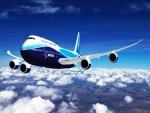 Avión Boeing volando por encima de las nubes