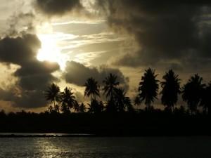 Asombroso amanecer sobre una playa brasileña