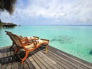 Balancines de madera en la isla de Kuramathi (Maldivas)