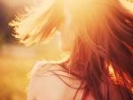 Sol sobre el rostro de una chica
