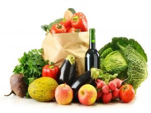 Vegetales selectos y una botella de vino