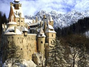 Nieve en un castillo de Transilvania (Rumania)