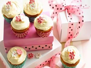 Cajas de regalos con apetecibles cupcakes