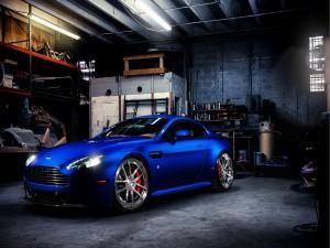 Aston Martin V8 azul
