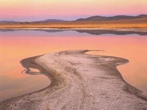Cielo reflejado en el lago Mono