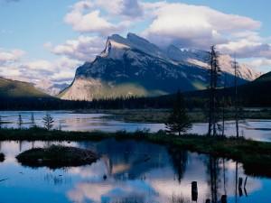 Nubes sobre el Parque Nacional Banff (Alberta, Canadá)