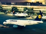 Aviones de Lufthansa en el aeropuerto