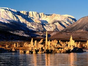 Montañas junto al lago Mono